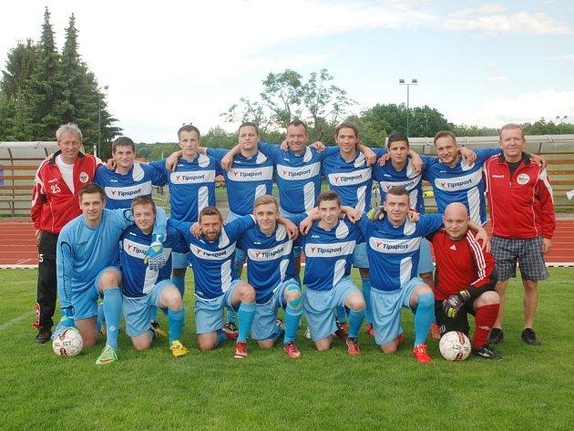Fotbalové mužstvo Jičína B, letošní vítěz finálové skupiny E 1. B třídy.