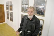 Dokumentarista Igor Gilbo na besedě v Jičíně.