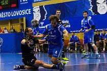 Jičínský Lukáš Rychna v utkání na palubovce Lovosic, kde jeho tým vyhrál 30:28.