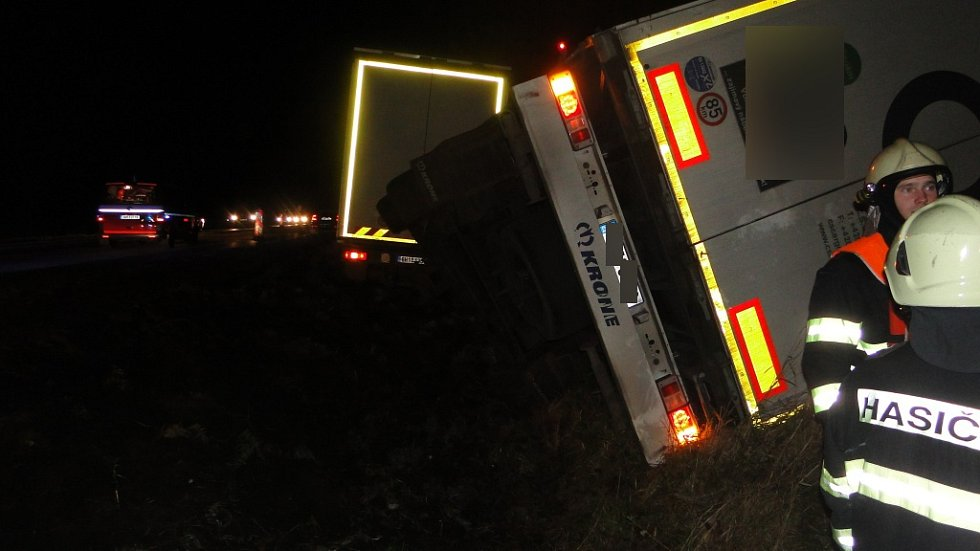 Nehoda na silnici u Hořic.