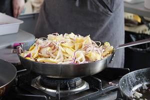 Jedno skvělé jídlo vedle druhého. Gurmánský zážitek byl v sobotu v zámeckém parku zaručen.
