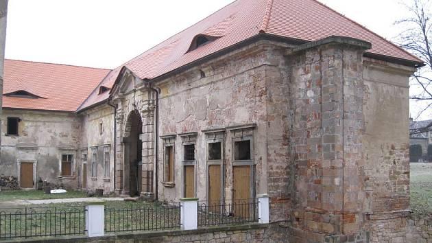 Areál Valdštejnského dvora s lodžií potřebuje nutné opravy.
