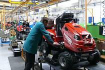 Montáž výroby malotraktorů.