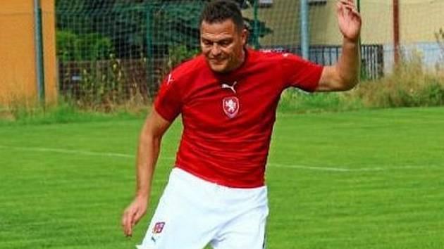 Kandidát na předsedu OFS Jičín Daniel Malý je sám vynikajícím fotbalistou. Jičín dříve vedl jako kapitán v divizi. Na svém kontě má i čtyři tituly mistra světa lékařů.