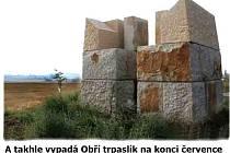 Stavba obřího trpaslíka v Hořicích.