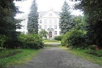 Základní škola v Lomnici nad Popelkou.