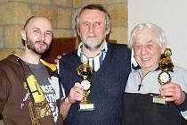 Vítězové 40. ročníku memoriálu Josefa Maška v mariáši v Podhorním Újezdu: vyhrál ing. Josef Kopal z Liberce, druhý Pavel Oborník z Vojic a třetí Zdeněk Kindl z Chomutic.