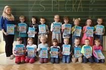 Prvňáčci z peckovské školy.