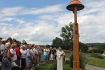 Slavnostní svěcení nové valdovské zvoničky.