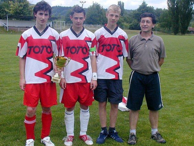 O úspěch železnického dorostu se zasloužili také (zleva) Vojta Procházka, Petr Vilímek, Michal Pivrnec a trenér Jaroslav Plecháč.