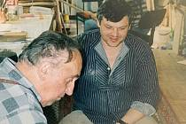 Vladimír Komárek v ateliéru s Milošem Šedivým.
