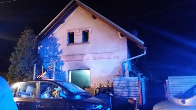 Požár rodinného domu ve Třtěnici.
