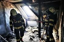 Nedbalostí vznikl požár domu, škoda je 400 tisíc korun