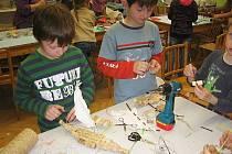V Káčku vyráběli hračky pro Madagaskar.