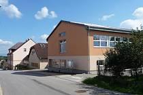 Budova současné Střední školy v Lomnici nad Popelkou.