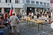 Více než stovka lidí přišla protestovat na Masarykovo náměstí v Nové Pace proti premiérovi Andreji Babišovi.