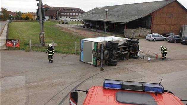 Nehoda nákladního automobilu v Dobré Vodě.