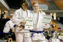 Medailistky Anna Gutsu (vlevo) a Denisa Vávrová.