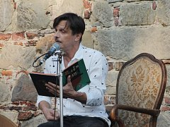 Michal Malátný v jičínské farské zahradě.