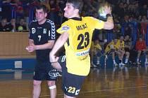 Petr Mašát při střelbě.