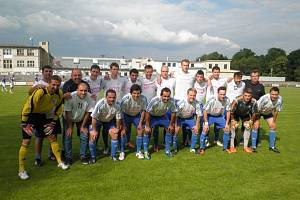 Úspěšné mužstvo 1. FK Nová Paka, které vybojovalo historický postup do České fotbalové ligy.