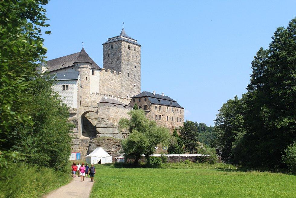 Na hrad Kost se ročně sjíždějí tisíce lidí z celé republiky i ze zahraničí. Památka přímo v srdci Českého ráje láká na historii, krásnou přírodu i atraktivní turistické cesty.
