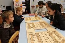 Hra japonských shogi v jičínském Káčku.