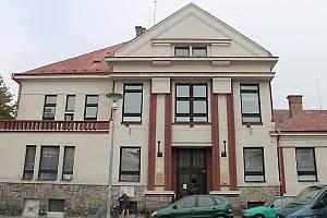 Jičínská Knihovna Václava Čtvrtka.