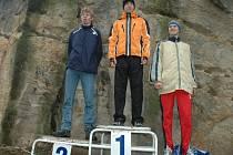 Trojice nejrychlejších z Mikulášského běhu 2007, na nejvyšším stupni vítěz Martin Olšan z pražského Olympu.