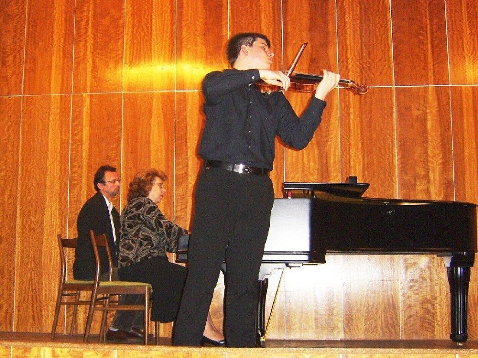 Jan Mráček na koncertě v Lázních Bělohradě.