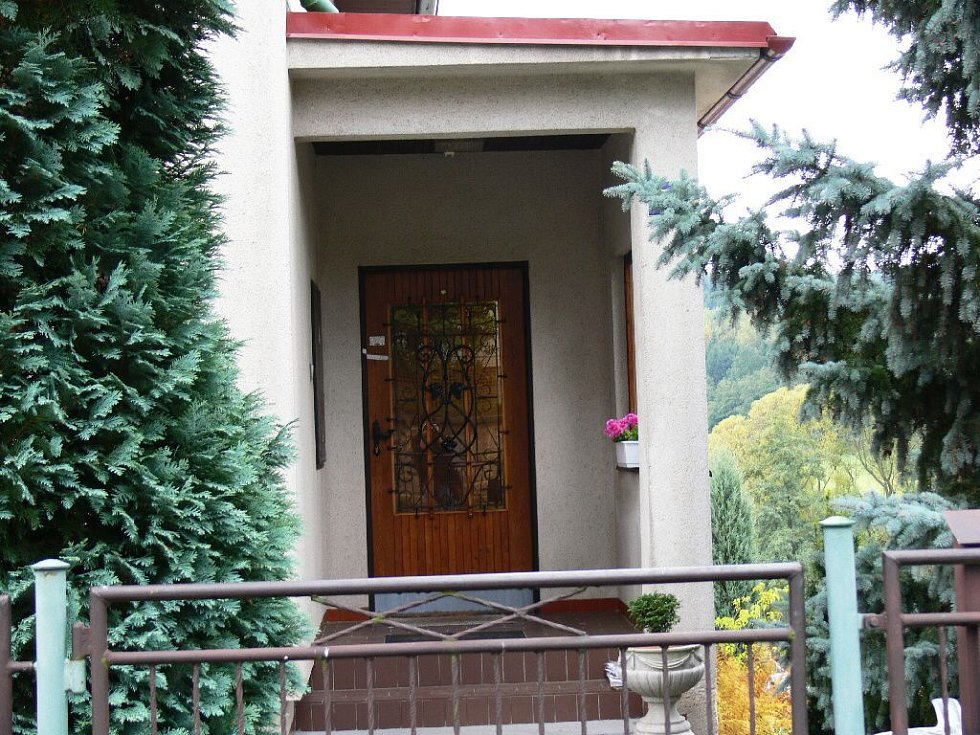 V Nové Pace v domě v Zahradní ulici došlo v pondělí 6. října k vraždě.