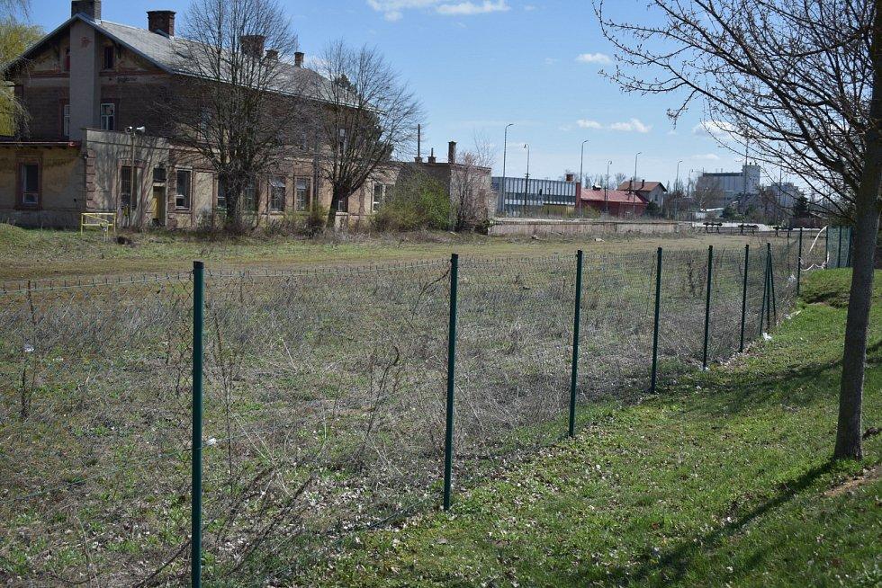 Staré nákladové nádraží nacházející se mezi vlakovým nádražím a zónou obchodních domů. Koleje již byly vytrhány a město již několik let zvažuje vybudování nového autobusového terminálu.