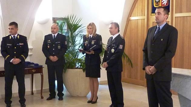 Předávání vyznamenání jičínským policistům.