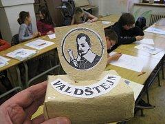 Žáci navrhují pomník Valdštejnovi.