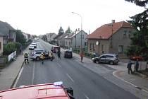 Dopravní nehoda čtyř aut v Ostroměři značně zkomplikovala provoz na hlavním tahu z Jičína na Hradec Králové.