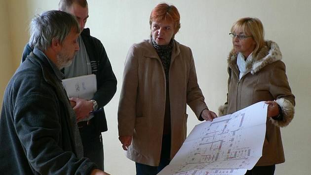 Nedávného kolaudačního řízení se kromě  zástupců města a dodavatelské firmy zúčastnila i poslankyně Zdeňka Horníková.