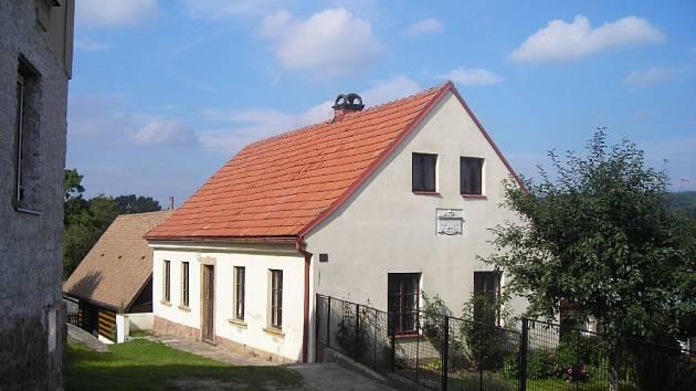 Erbenův rodný domek v Miletíně.