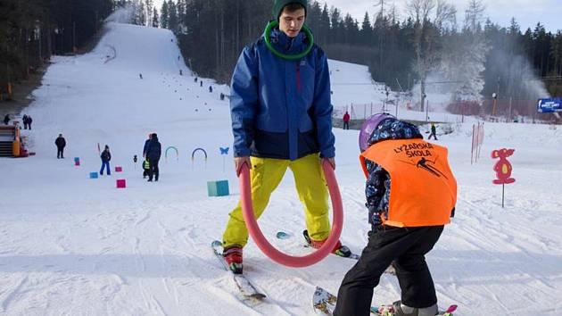 Lyžařská škola pro děti pod vedením zkušených instruktorů.