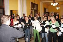 Zkouška sborů před večerním koncertem v Masarykově divadle.