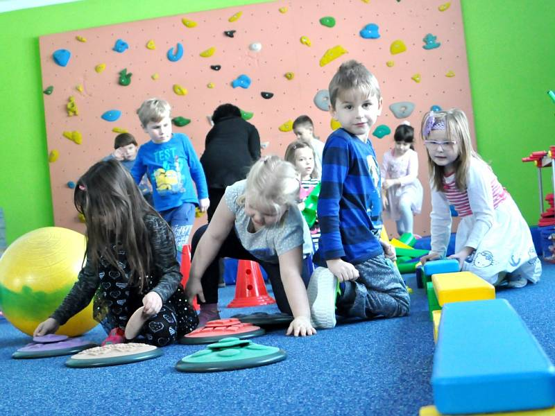 Na kompletní rekonstrukci vnitřních i venkovních prostor celého objektu místní mateřské školy bylo vynaloženo 4,5 milionu korun.