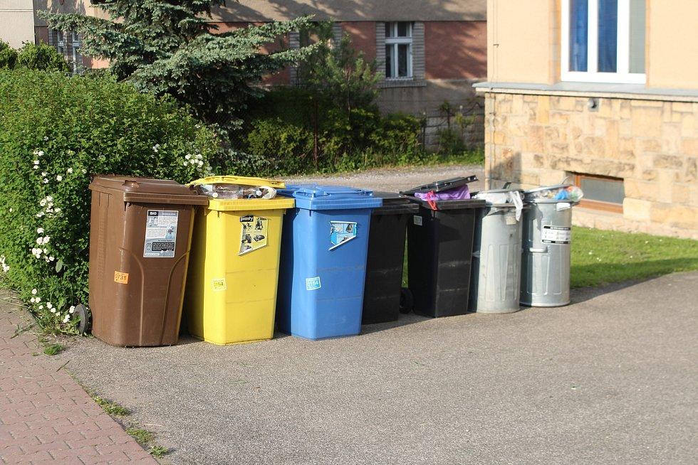 Svoz tříděného odpadu od domu k domu zatím funguje v částech Sedličky, Allanovy Sady a na Větrově.