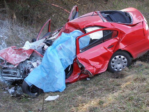 Z místa tragické nehody u Milovic.