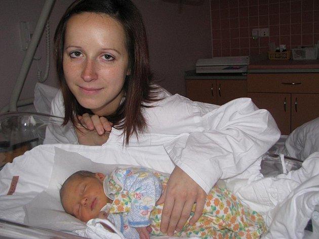 ŠTĚPÁN SCHREIBER se narodil 20. října ve 14.57 hod. Po porodu vážil 3,270 kg a měřil 50 cm. Společný domov má s rodiči Veronikou Žilkovou a Pavlem Schreiberem v Hronově.