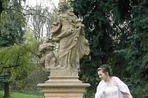 Socha sv. Alžběty v Nové Pace.