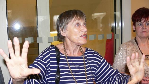 Luba Skořepová u seniorů v Nové Pace.
