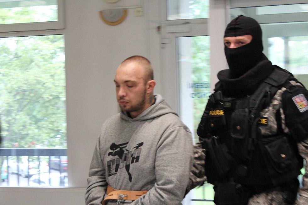 Z dnešního soudu s vrahy z Lázní Bělohrad.