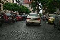 Najít v Jičíně volné místo k zaparkování bývá často velký problém.
