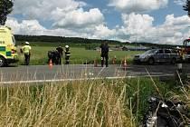 Nehoda motocyklu a skútru u Ostroměře.