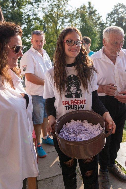 Pionýry, babety a pařezy se sjely na 10. ročník Splašených trubek v Habřině