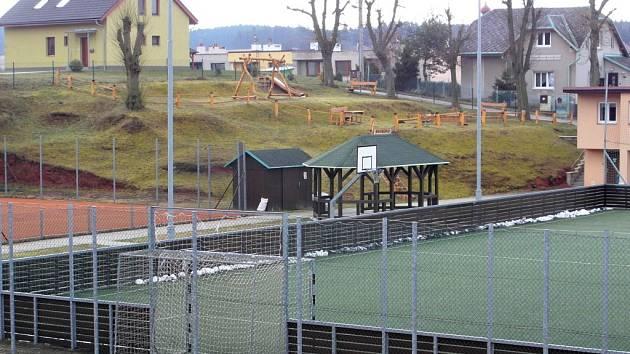 Staropacké sportovní hřiště.